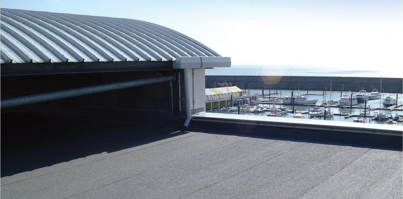 Flat roof with bitumen membrane
