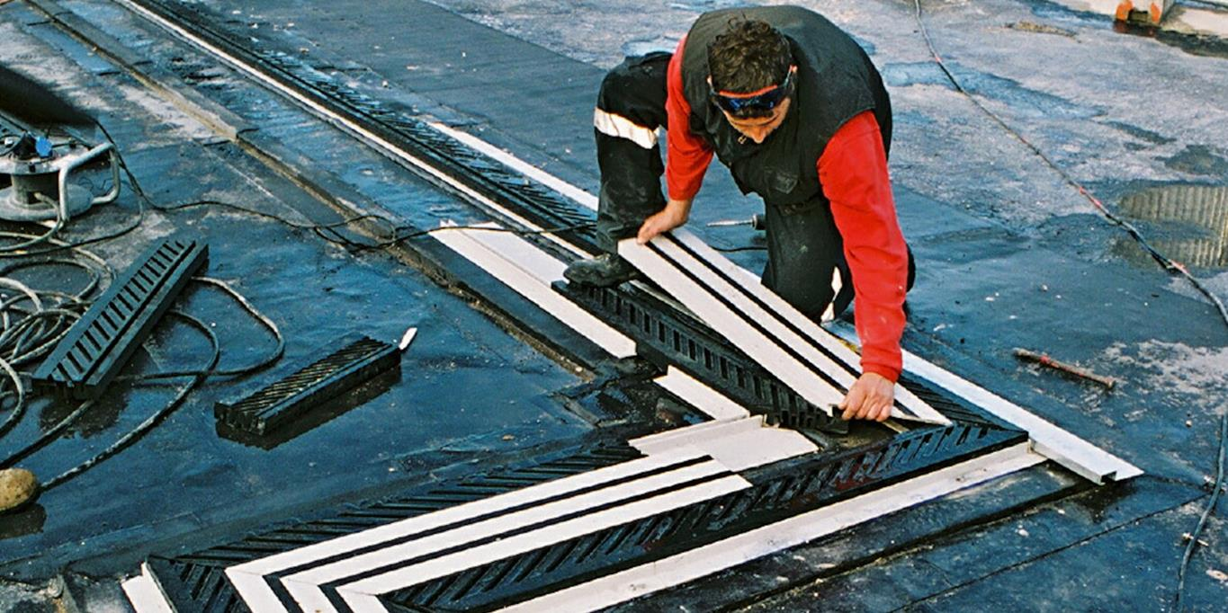 Installer fitting expansion joint